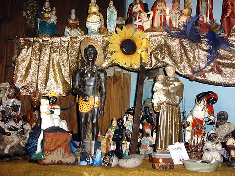 http://www.tarotistas.com/secciones/esoterismo/images/altar_macumba.jpg